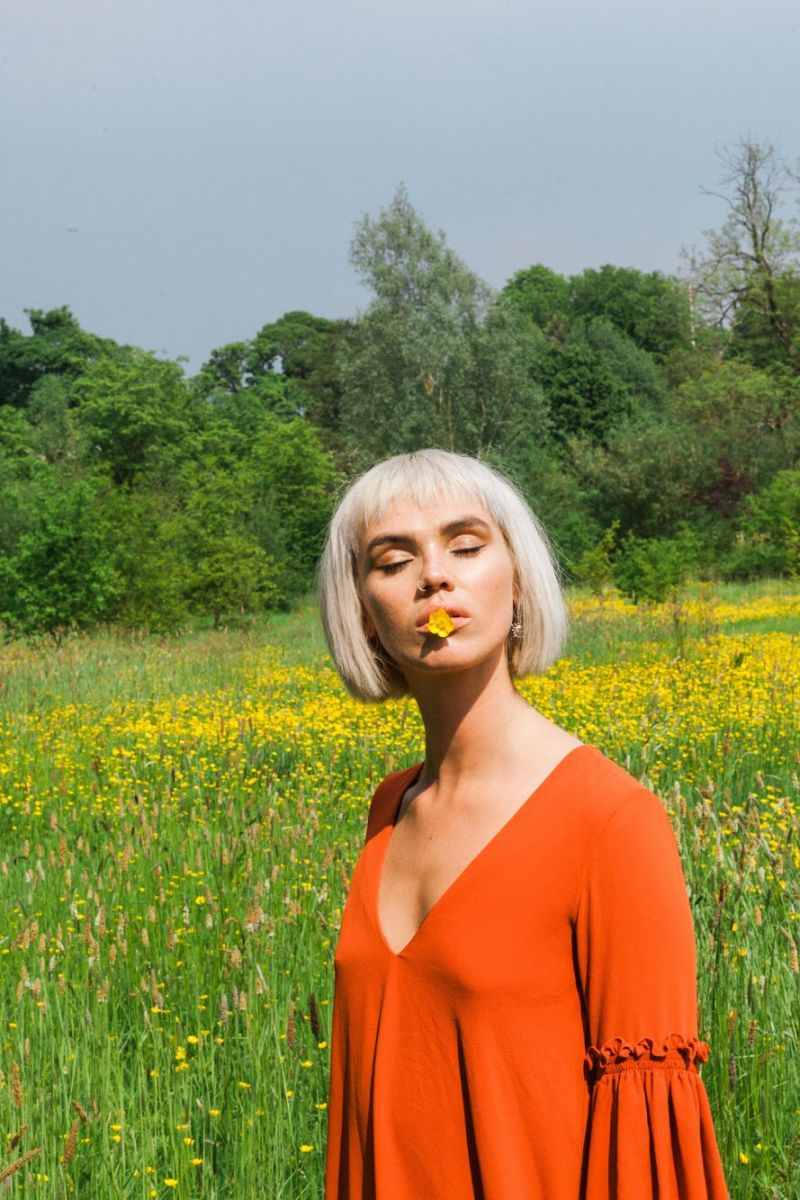 Balistarz-model-Chloe-Bell-portrait-nature-shoot-with-trees-and-flowers
