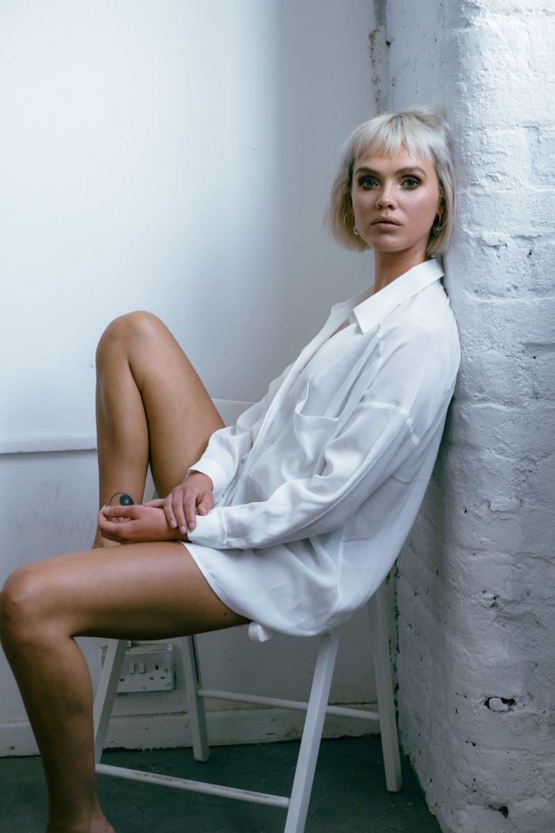 Balistarz-model-Chloe-Bell-portrait-shoot-in-a-white-oversize-shirt-sitting-on-a-chair