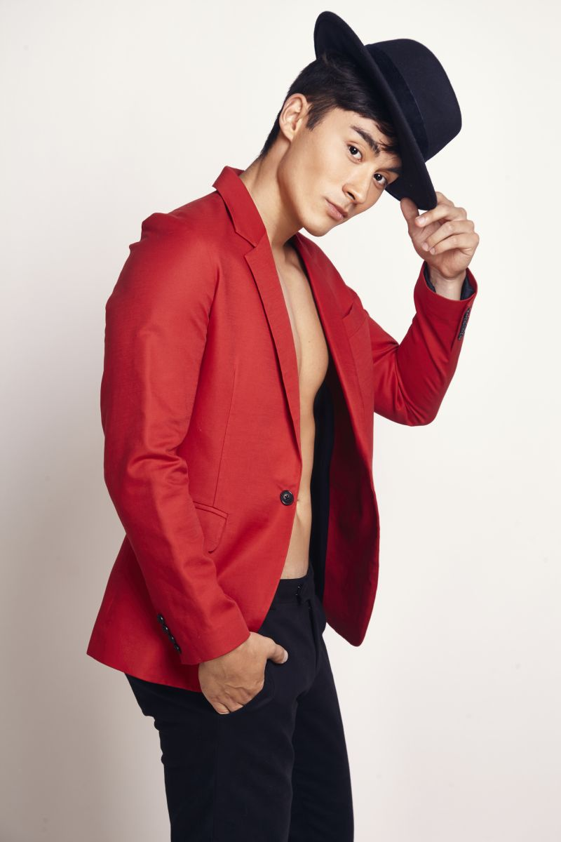 Balistarz-model-Daniel-Hasse-portrait-shoot-in-a-red-suit-with-a-hat