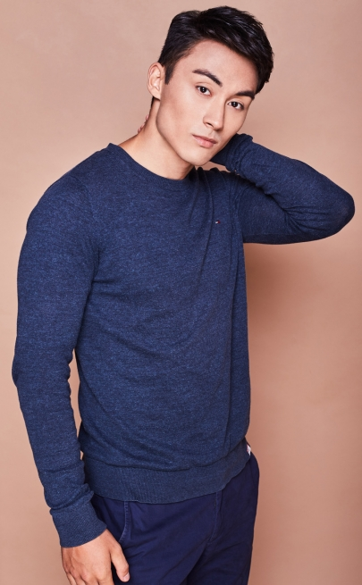 Balistarz-model-Daniel-Hasse-portrait-casual-shoot-in-a-blue-sweater
