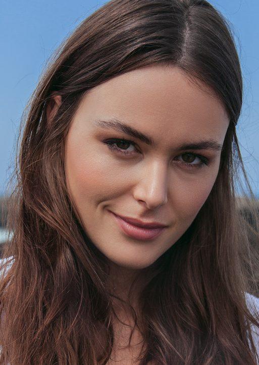 Balistarz-model-Diana-Mihaila-headshot-headshot-portrait-shoot-smiling