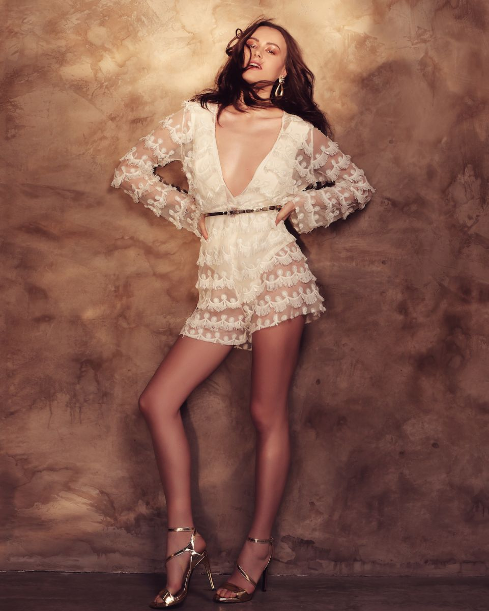 Balistarz-model-Diana-Mihaila-portrait-shoot-with-a-white-dress-with-heels-shining