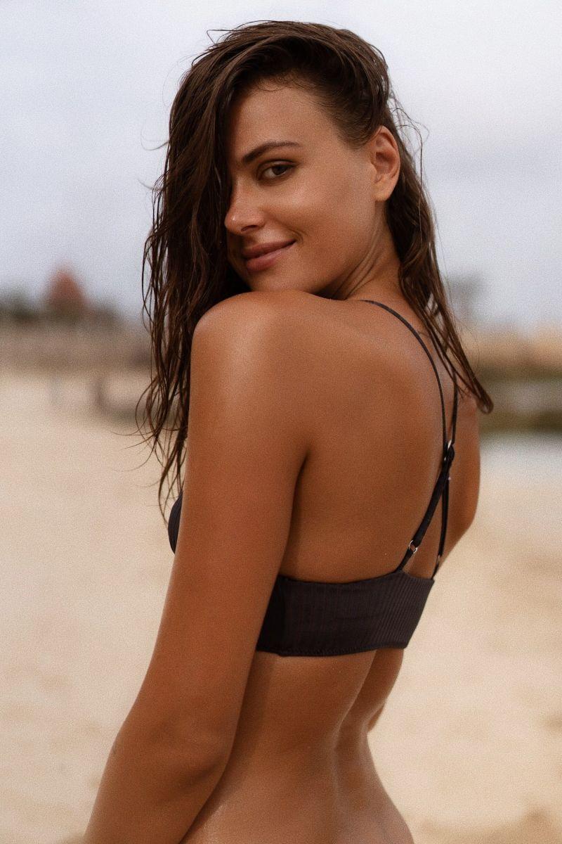 Balistarz-model-Diana-Mihaila-portrait-beach-shoot-looking-back-in-a-black-bikini