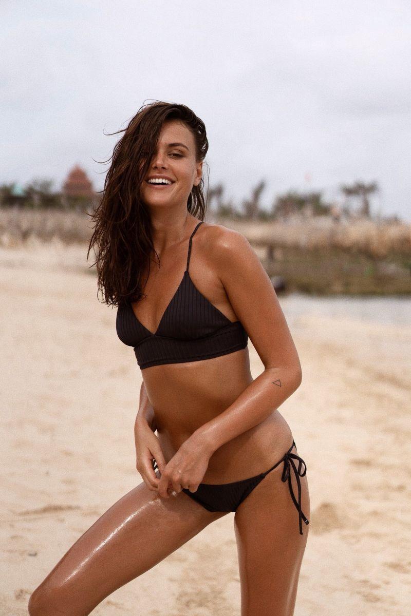 Balistarz-model-Diana-Mihaila-portrait-beach-shoot-in-a-black-bikini