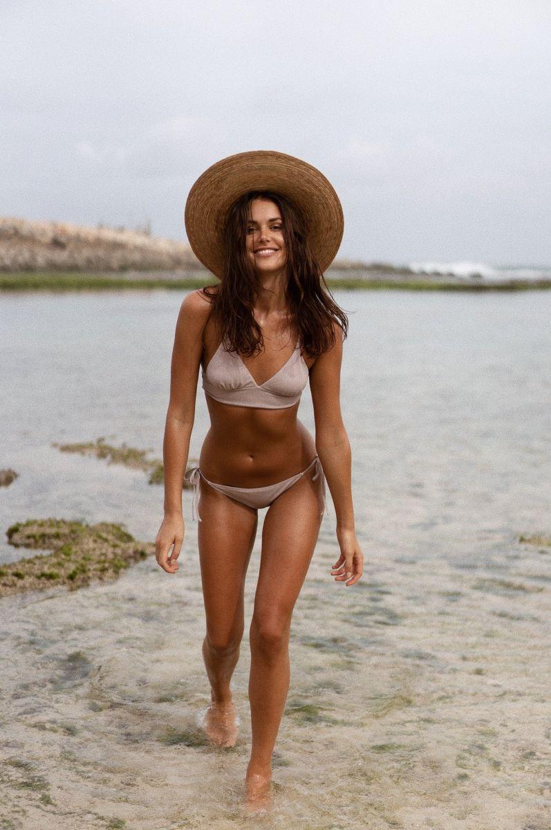 Balistarz-model-Diana-Mihaila-portrait-beach-shoot-walking-in-shallow-waters-with-a-white-swimsuit