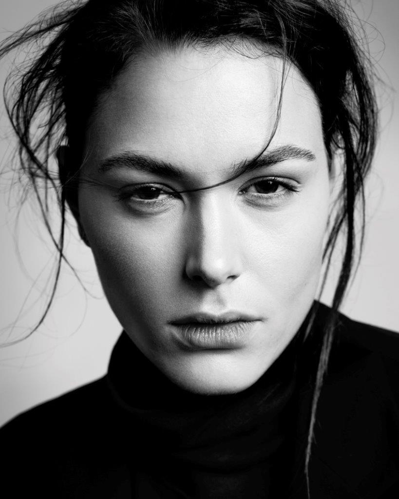 Balistarz-model-Diana-Mihaila-black-and-white-portrait-headshot