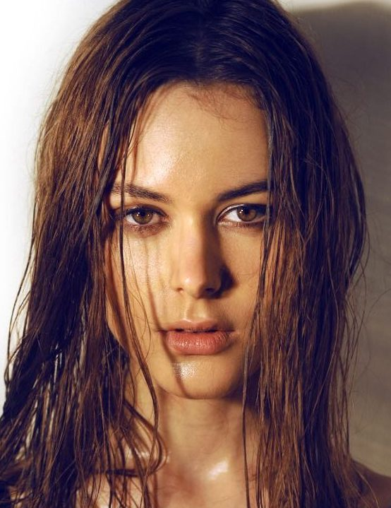 Balistarz-model-Diana-Mihaila-headshot-portrait-shoot-vibrant-and-bright