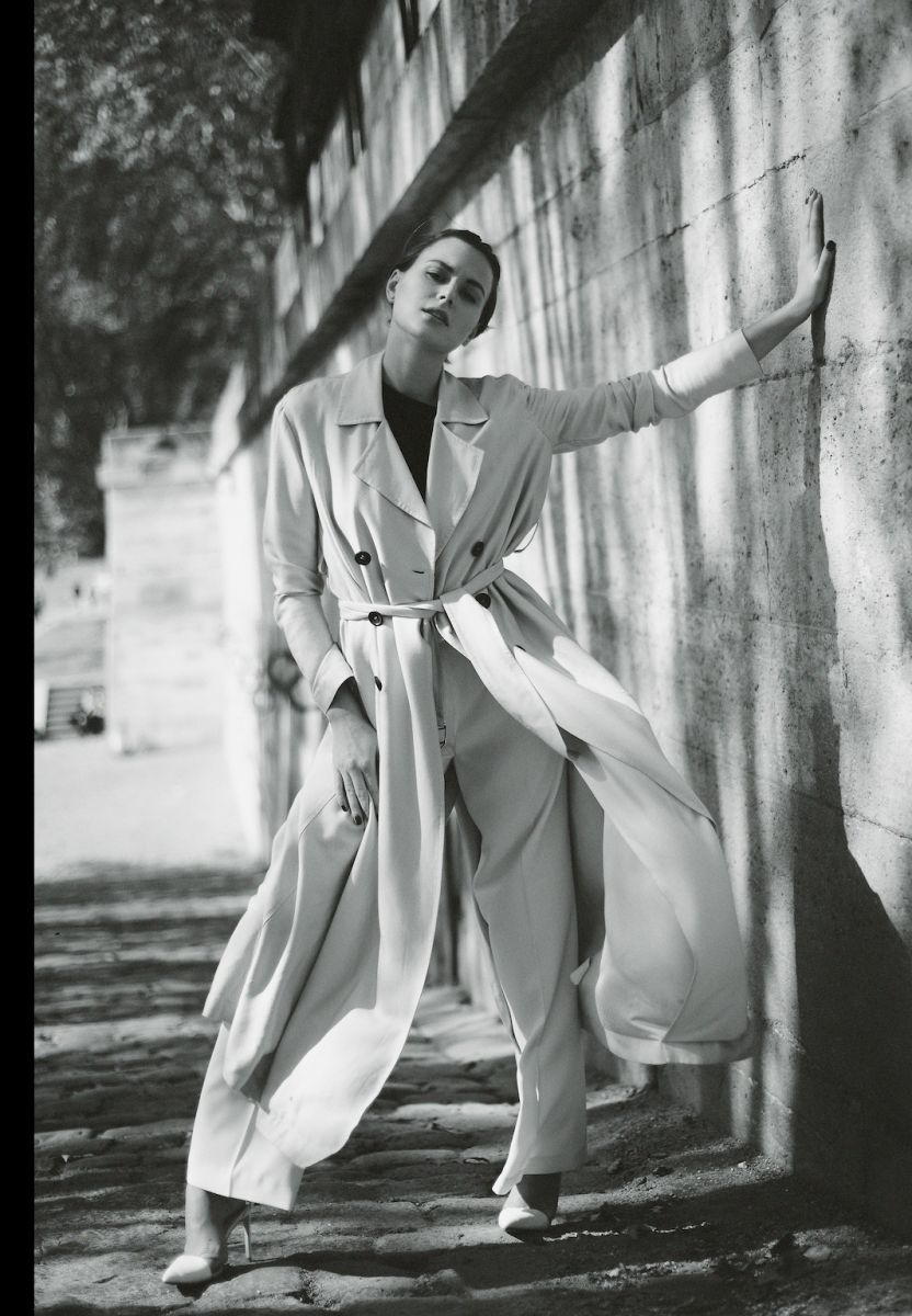 Balistarz-model-Diana-Mihaila-portrait-black-and-white-shoot-in-a-coat-on-a-uphill