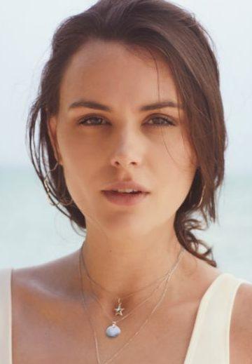 Balistarz-model-Diana-Mihaila-headshot-portrait-shoot-with-a-beautiful-necklace