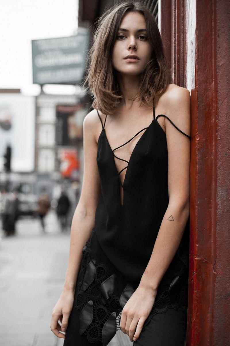 Balistarz-model-Diana-Mihaila-portrait-shoot-against-a-wall-with-black-clothing