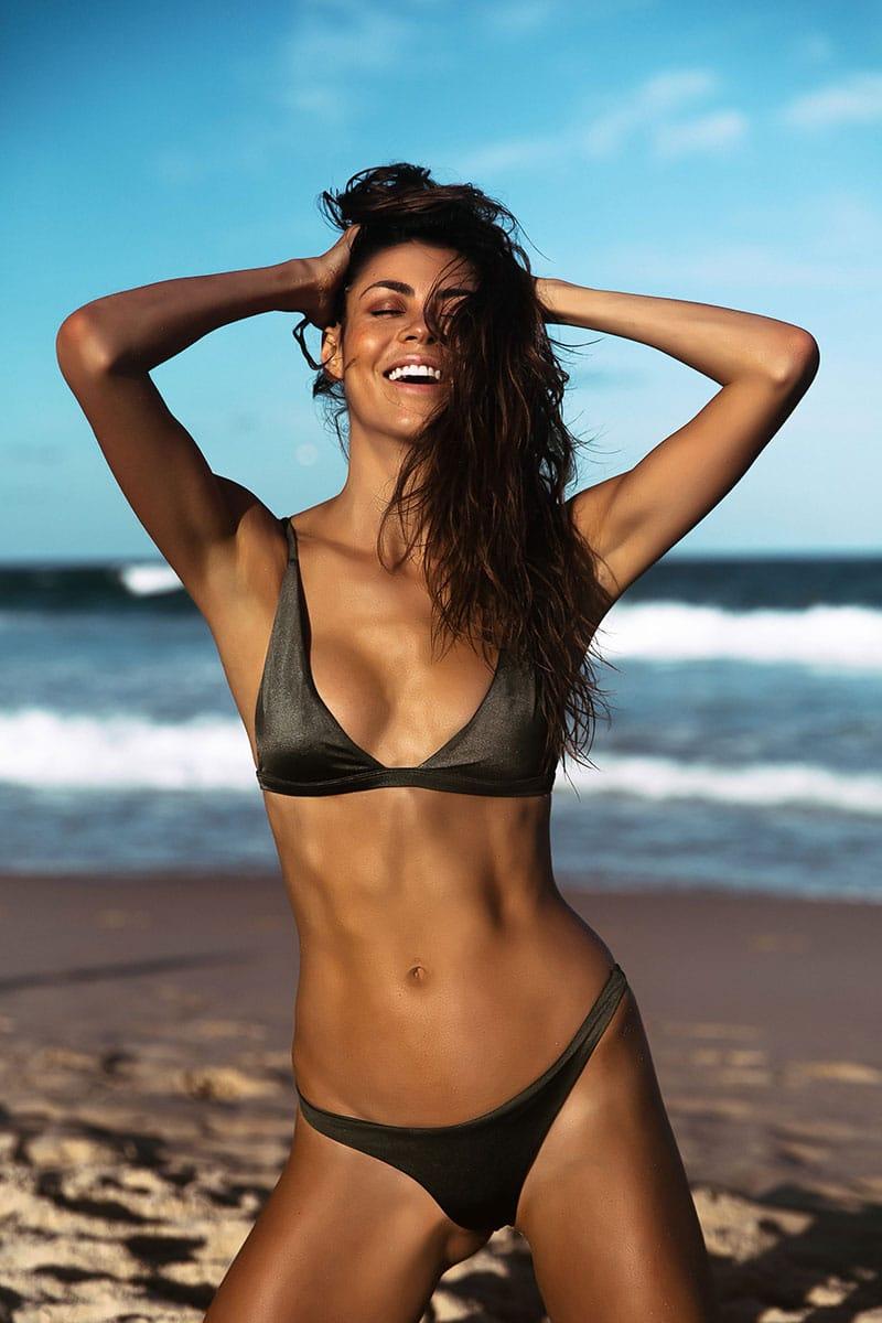 Balistarz-model-Eileen-Cassidy-enjoying-the-beach