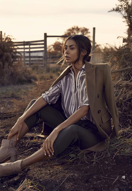 Balistarz-model-Eileen-Cassidy-shot-during-the-beautiful-light-at-an-open-area-nice-dress