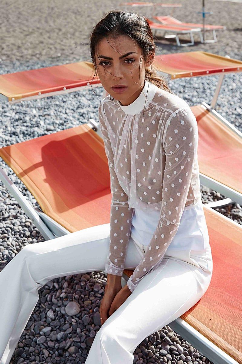 Balistarz-model-Eileen-Cassidy-on-a-rocky-beach