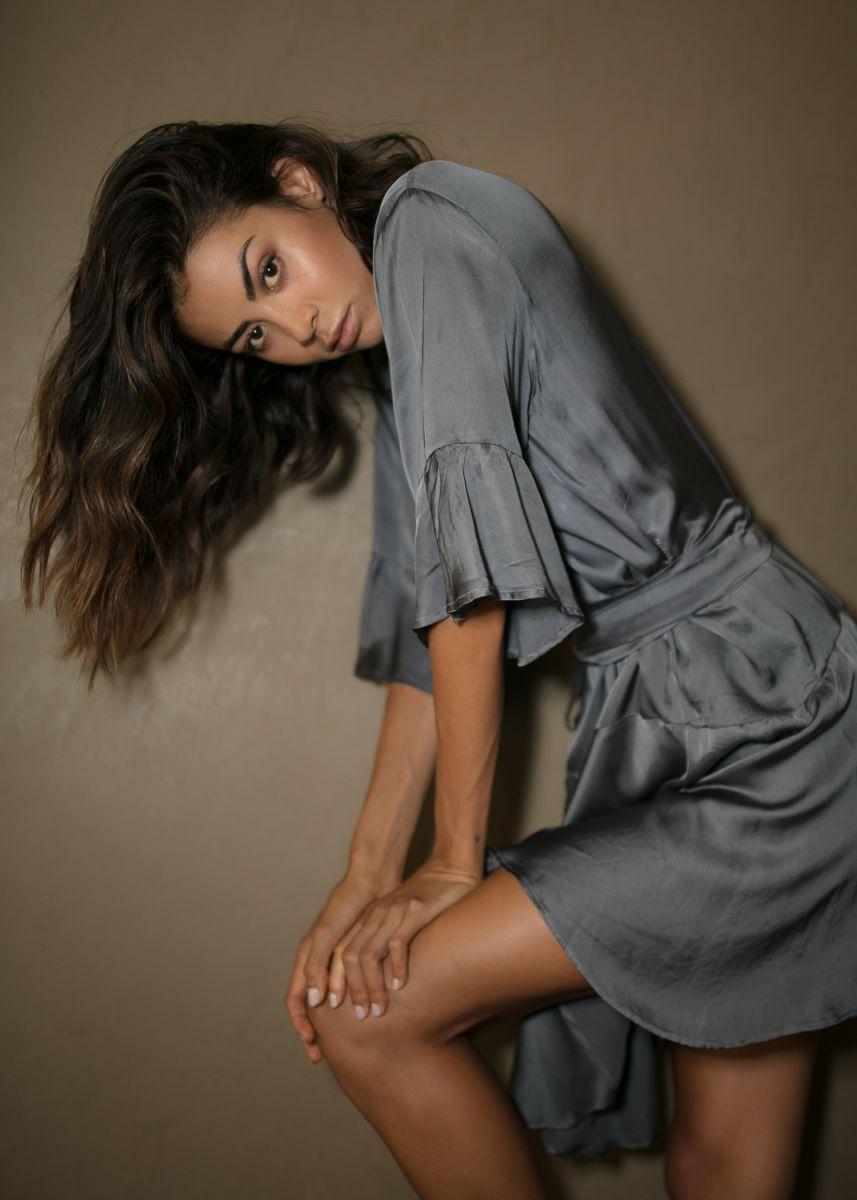 Balistarz-model-Eileen-Cassidy-grey-dress-leaned-over
