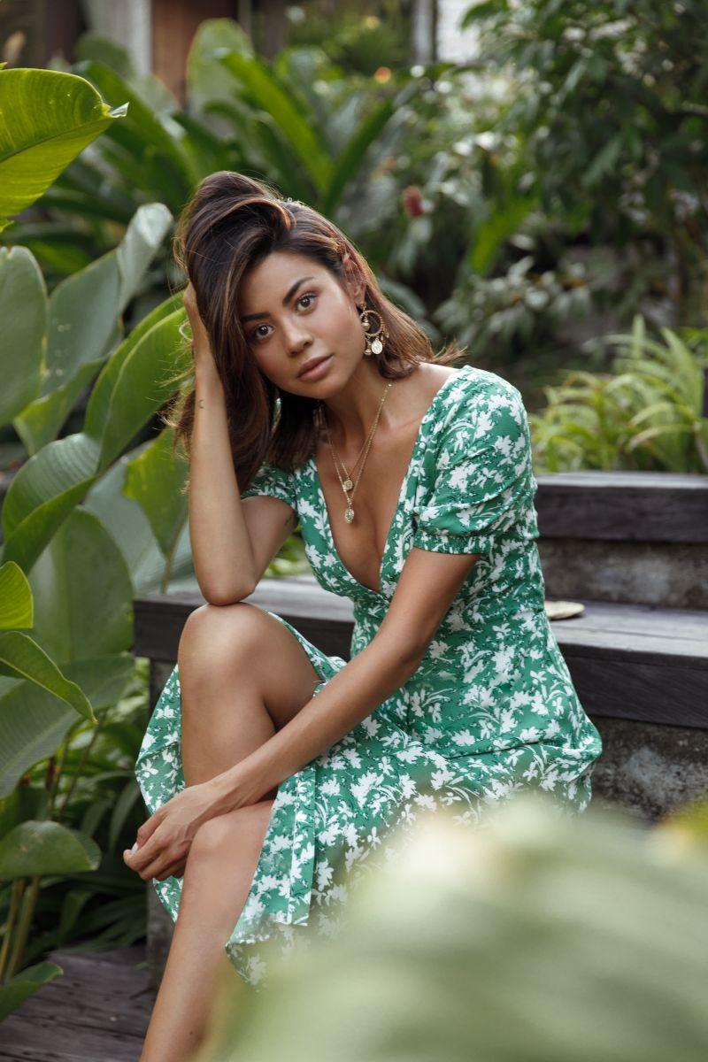 Balistarz-model-Eileen-Cassidy-portrait-casual-shot-at-the-park-soft-green-dress