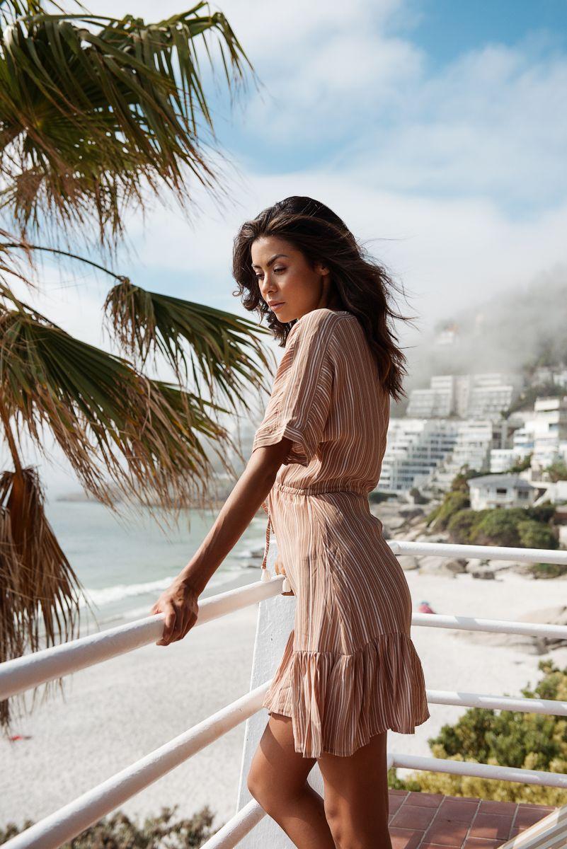 Balistarz-model-Eileen-Cassidy-balcony-beach-lookout