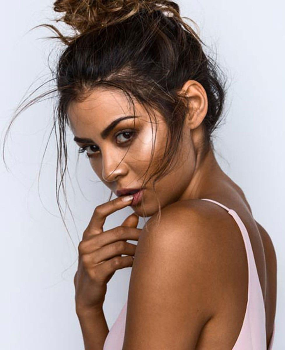 Balistarz-model-Eileen-Cassidy-Portfolio-closeup-sideways