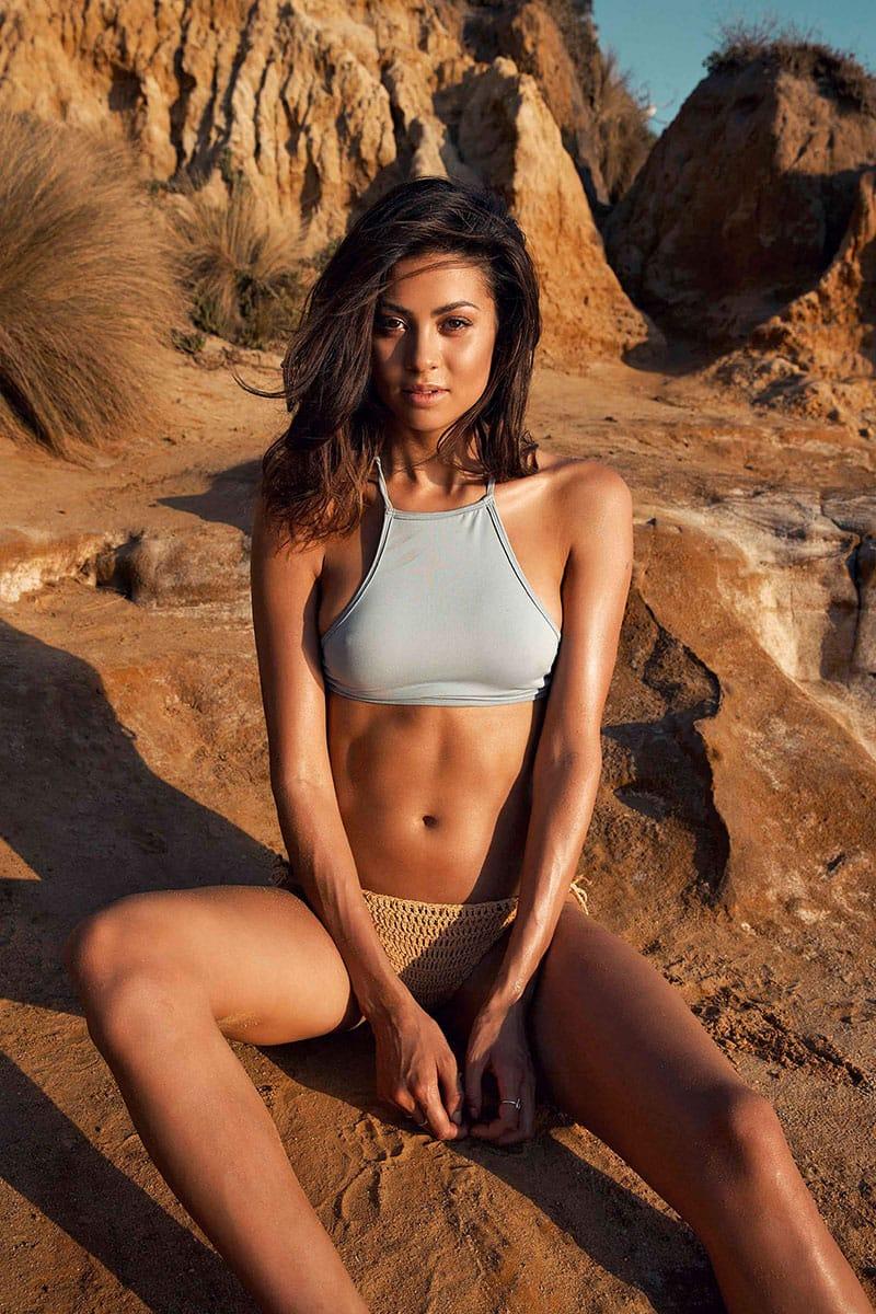 Balistarz-model-Eileen-Cassidy-sitting-on-the-desert-surface
