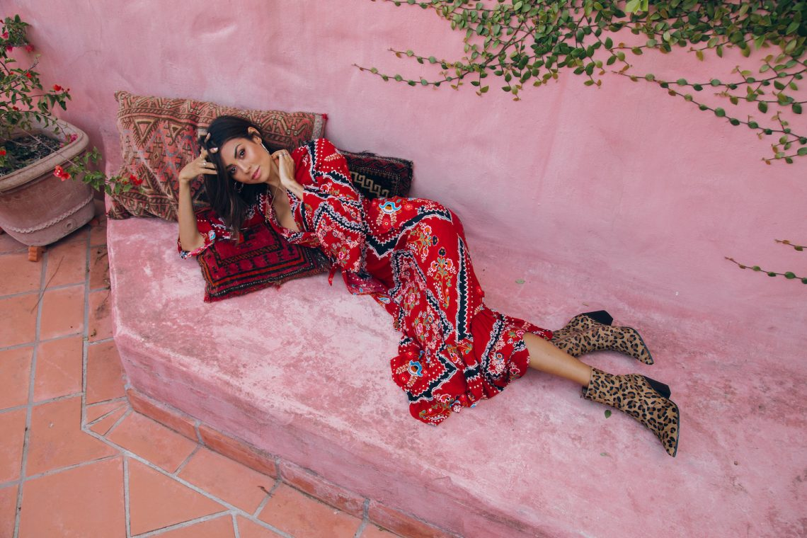 Balistarz-model-Eileen-Cassidy-laying-down-outdoor-fashion-shot