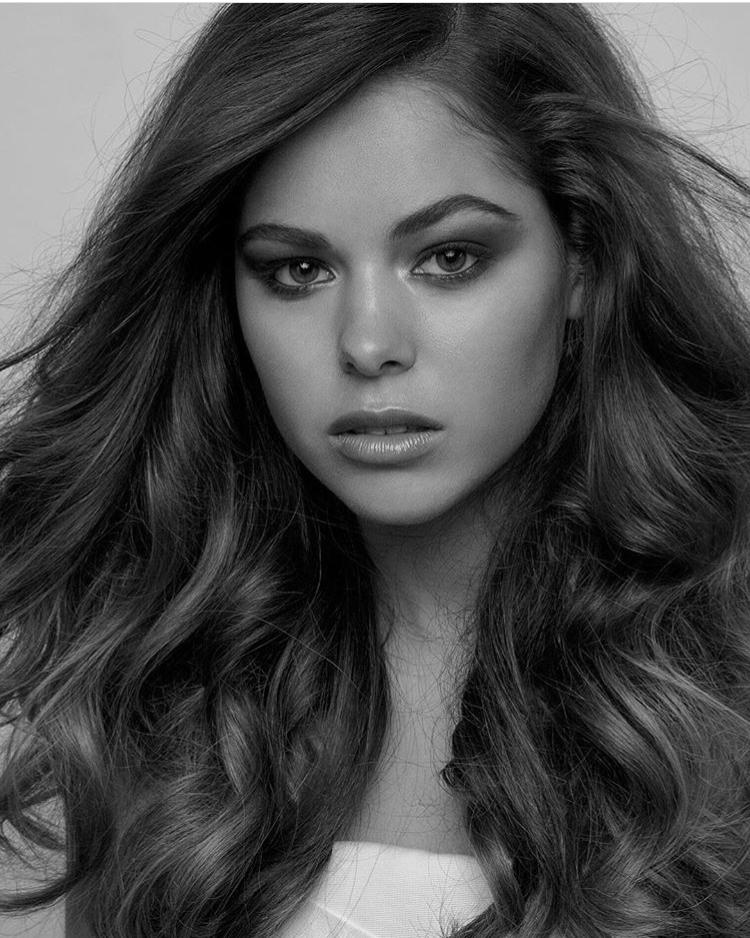 Balistarz-model-Elissa-Burns-beauty-portrait-taken-in-indoor-studio-processed-in-black-and-white-image