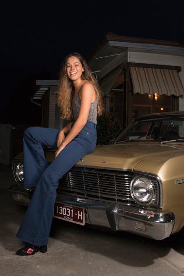 Balistarz-model-Elissa-Burns-casual-shoot-on-an-evening-day-using-flash-sitting-on-a-vintage-car