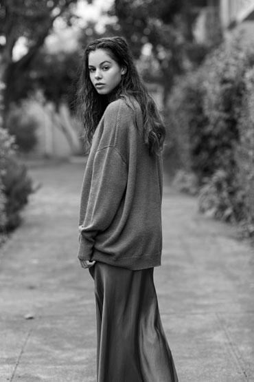 Balistarz-model-Elissa-Burns-black-and-white-natural-portrait-look