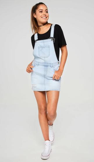Balistarz-model-Elissa-Burns-indoor-studio-portrait-happy-in-her-jeans-trendy-clothes