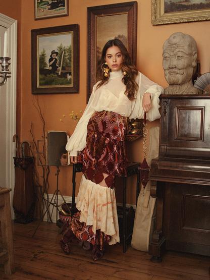 Balistarz-model-Elissa-Burns-portfolio-shot-taken-in-an-creative-living-room