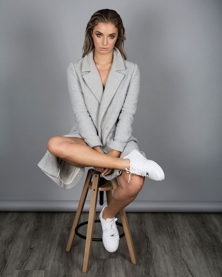 Balistarz-model-Ellyn-Mccartney-portrait-shoot-in-a-fancy-grey-coat-on-a-stool