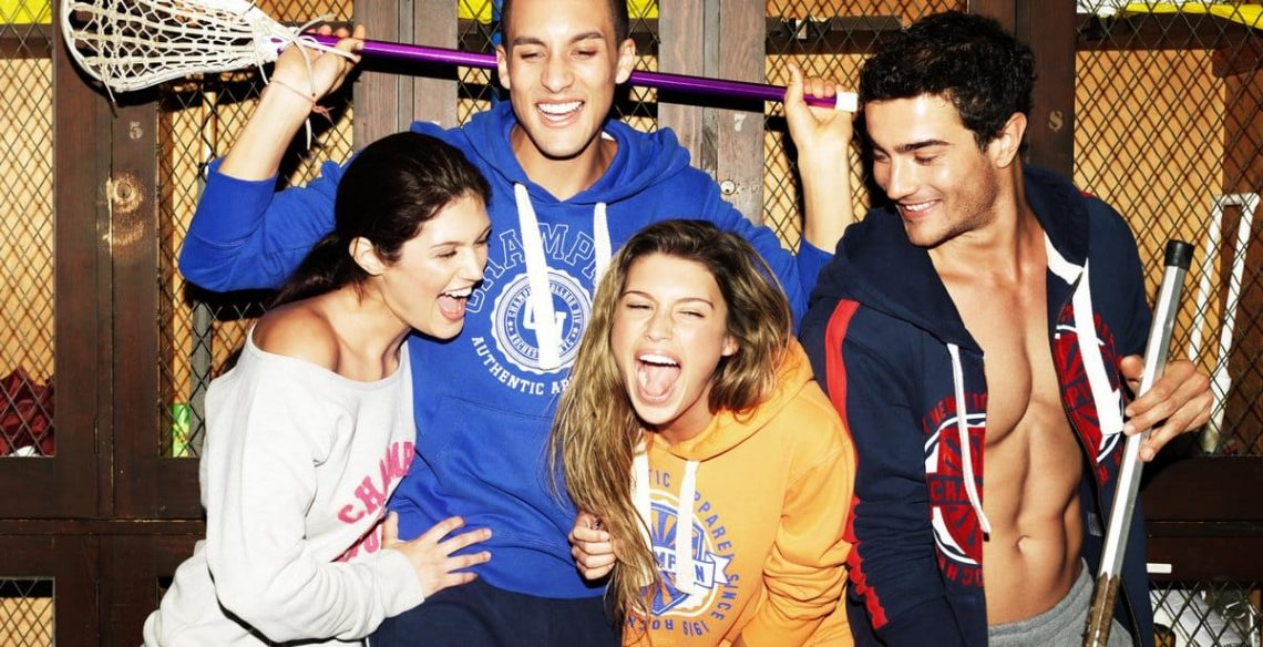 Balistarz-model-Emile-Steenveld-enjoy-the-time-with-his-friends-laughing-hard-young-wild-free