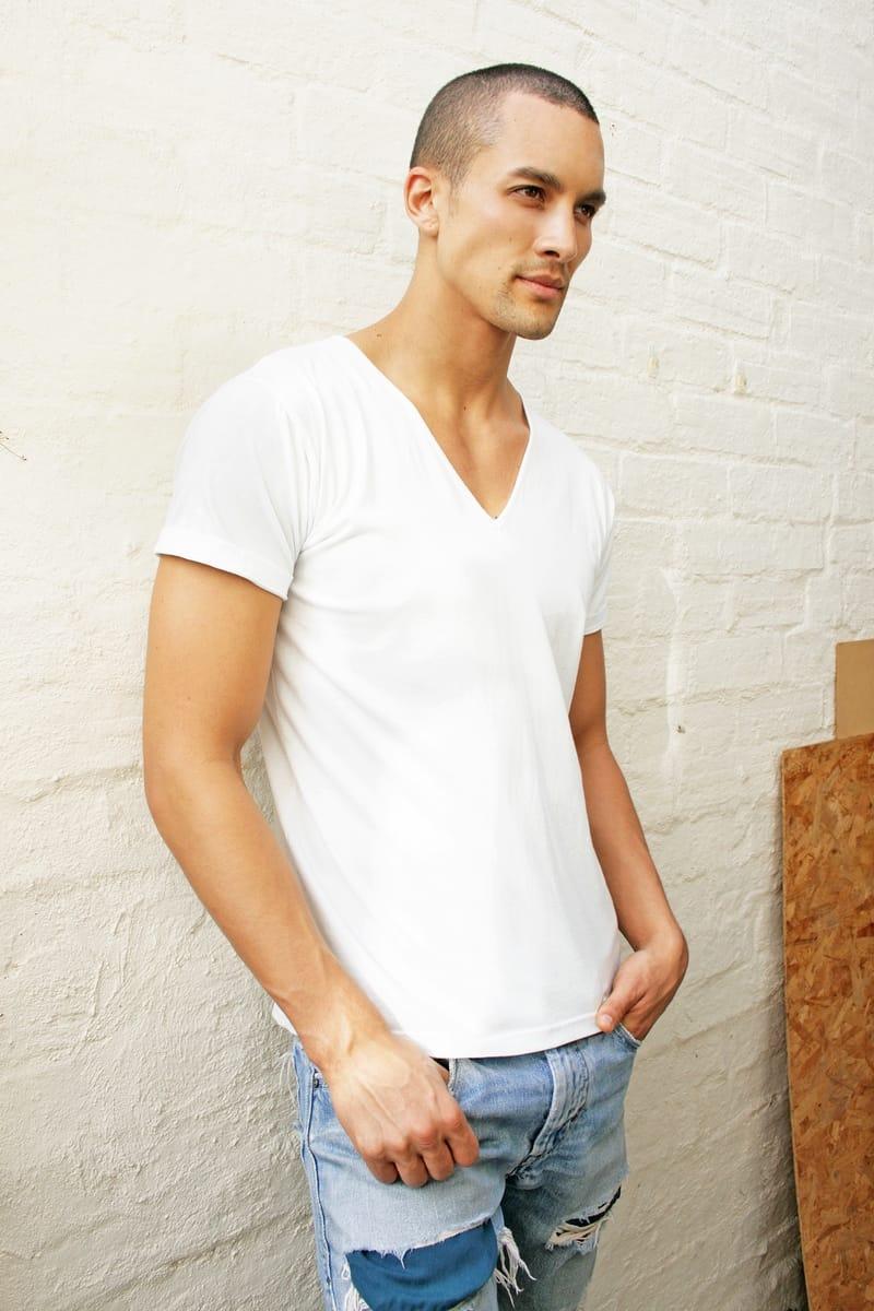 Balistarz-model-Emile-Steenveld-casual-photo-session-white-wall