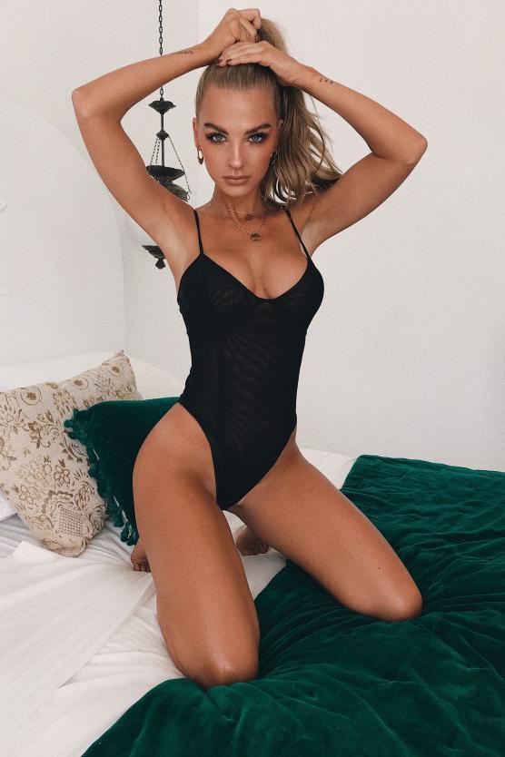 Balistarz-model-Emma-Jane-portrait-shoot-tying-hair-in-a-tankini-on-the-bed