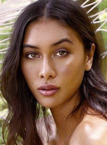 Balistarz-model-Eva-Kandra-headshot-portrait-shoot-with-a-hammock