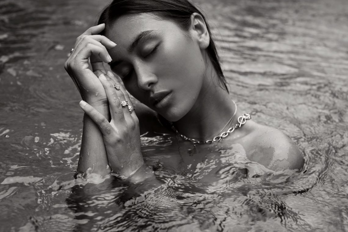 Balistarz-model-Eva-Kandra-landscape-black-and-white-shoot-with-accessories