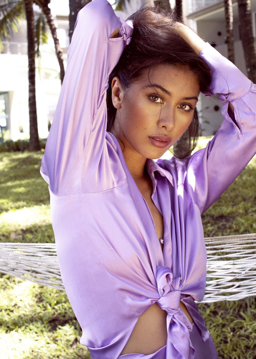 Balistarz-model-Eva-Kandra-portrait-shoot-with-a-hammock-and-a-purple-top