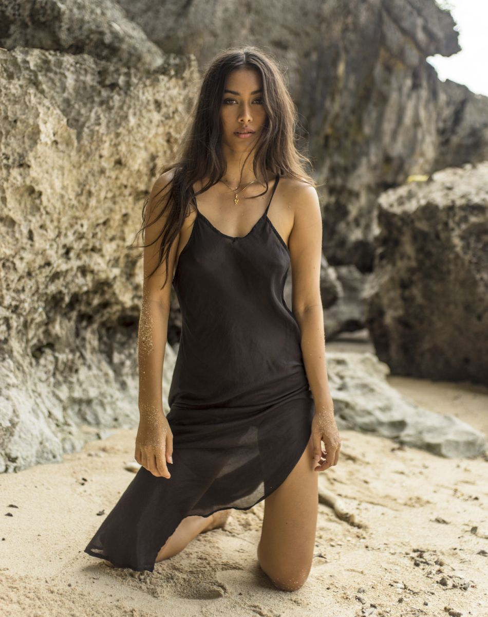 Balistarz-model-eva-kandra-beach-shot-elegant-black-thin-dress