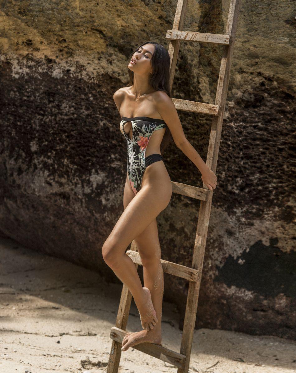 Balistarz-model-eva-kandra-beach-shoot-wearing-dark-bikini