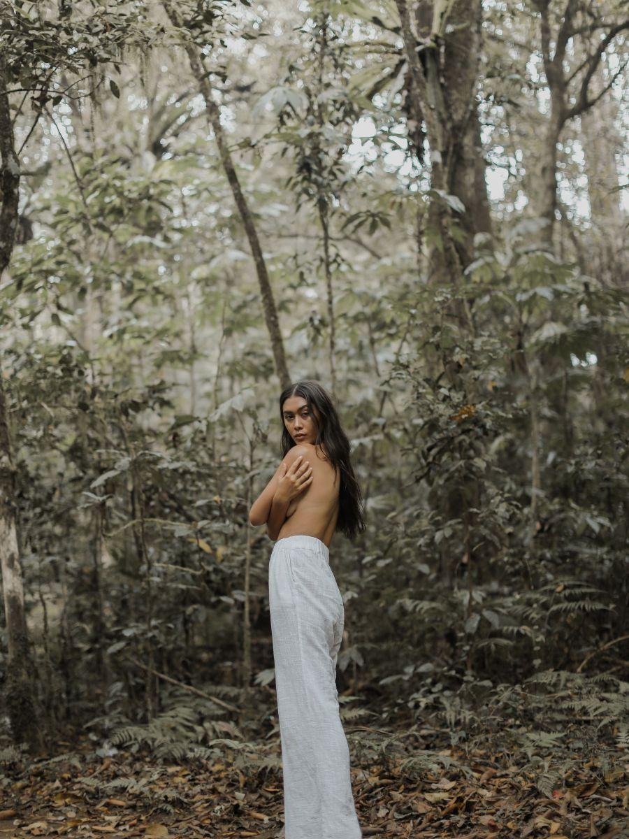 Balistarz-model-eva-kandra-shot-in-the-forest