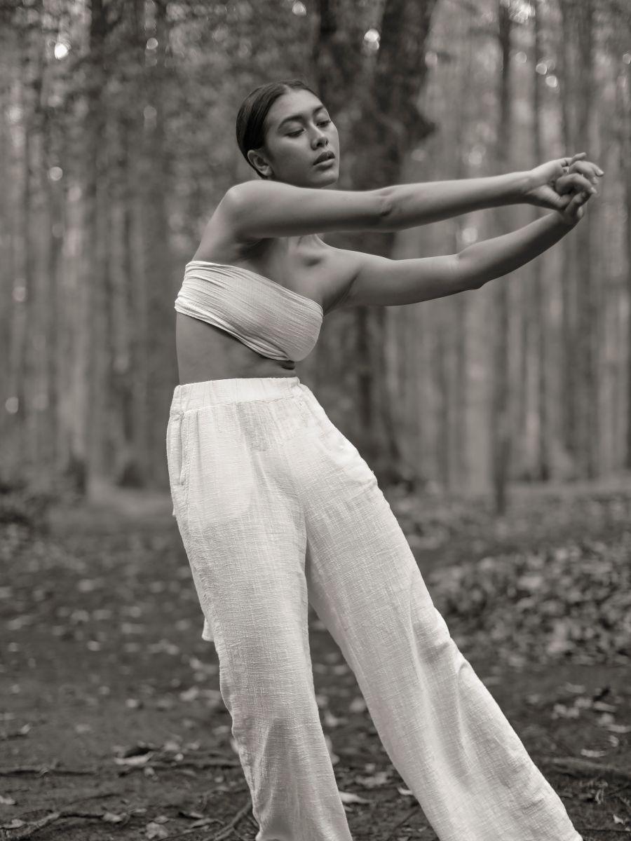 Balistarz-model-eva-kandra-conceptual-portrait-shot-in-the-forest