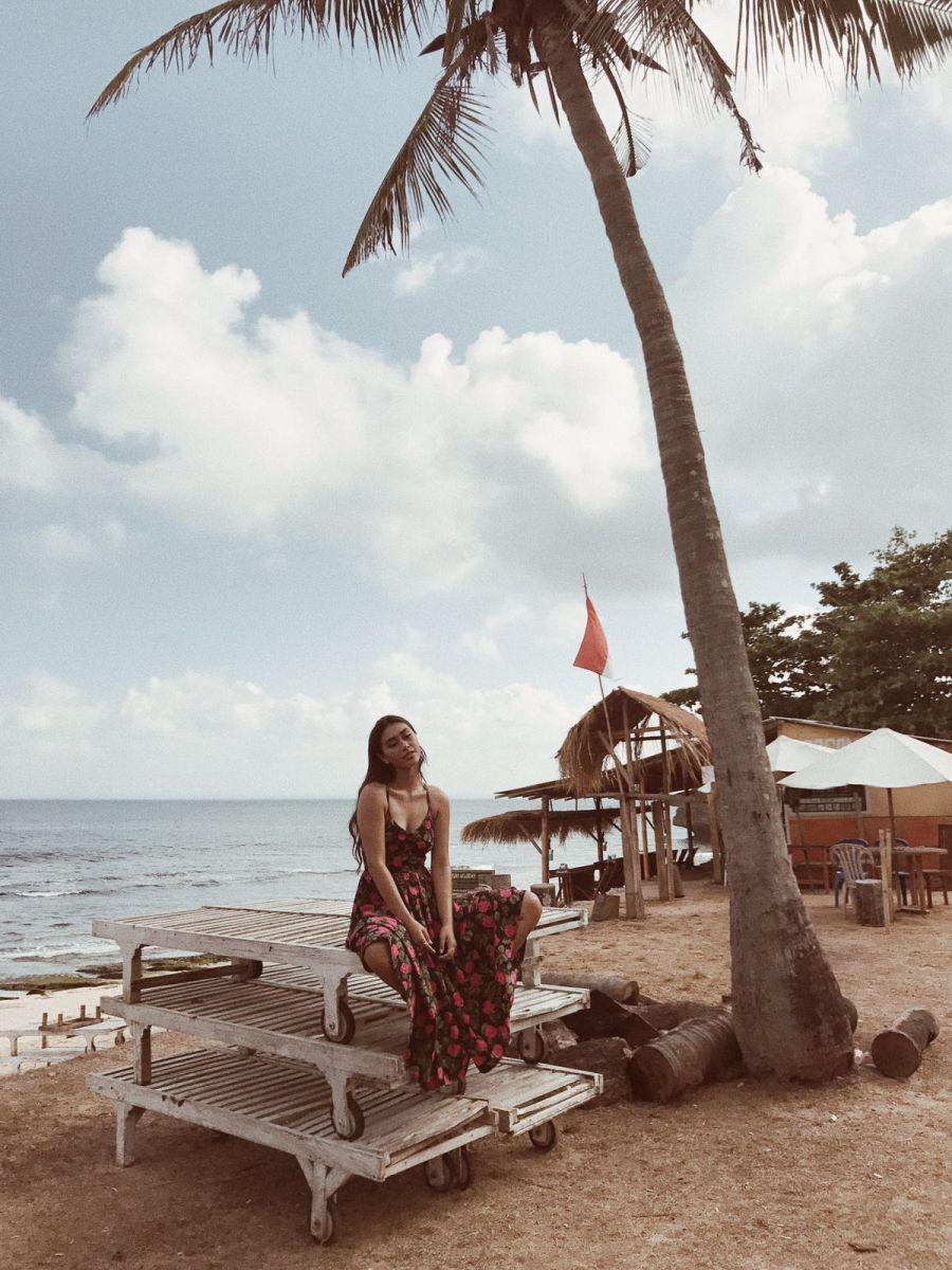 Balistarz-model-eva-kandra-shoot-near-the-beach-under-the-palm-tree