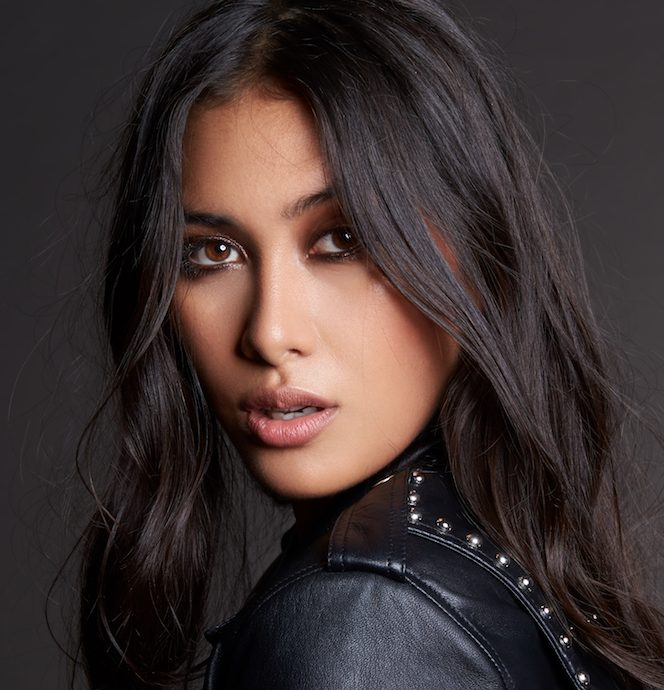 Balistarz-model-eva-kandra-beauty-studio-portrait-looking-at-camera
