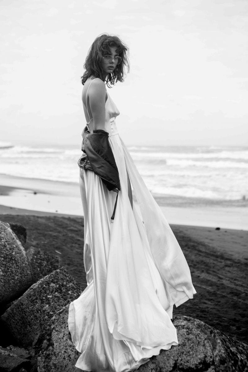 Balistarz-model-Famke-Van-Hagen-in-white-beautiful-gown-at-the-beach