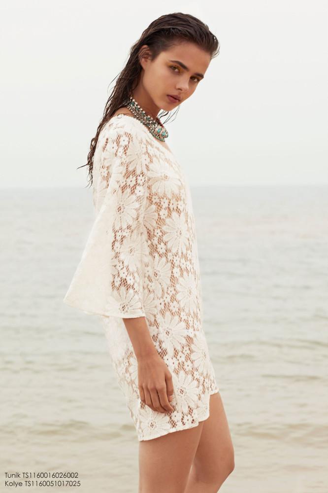 Balistarz-model-Famke-Van-Hagen-trendy-white-mini-dress