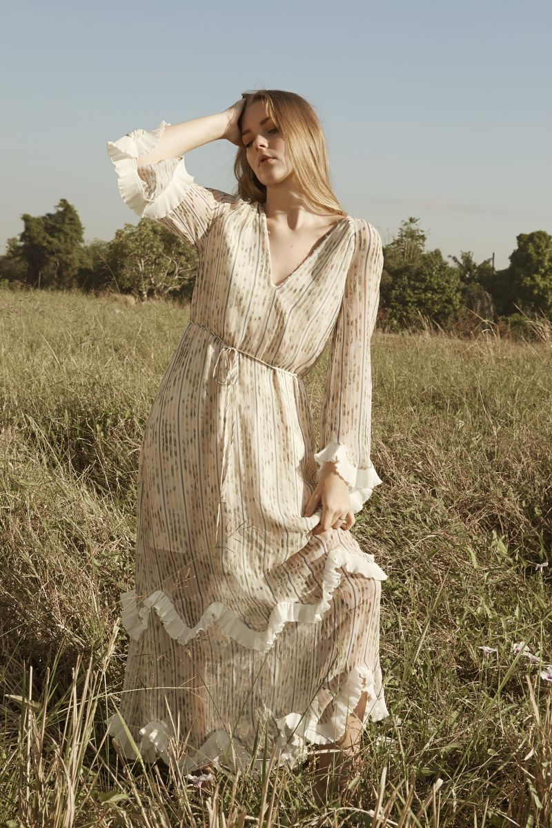 Balistarz-model-India-Rose-fashion-shoot-featuring-long-white-gown-in-the-pasture