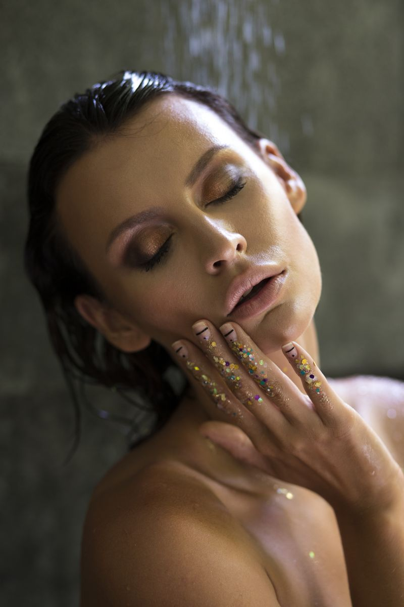 Balistarz-model-Irina-Kro-portrait-shoot-with-glitter-on-her-hand