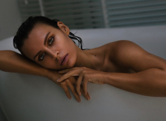 Balistarz-model-Irina-Kro-landscape-shoot-in-a-bathtub-resting