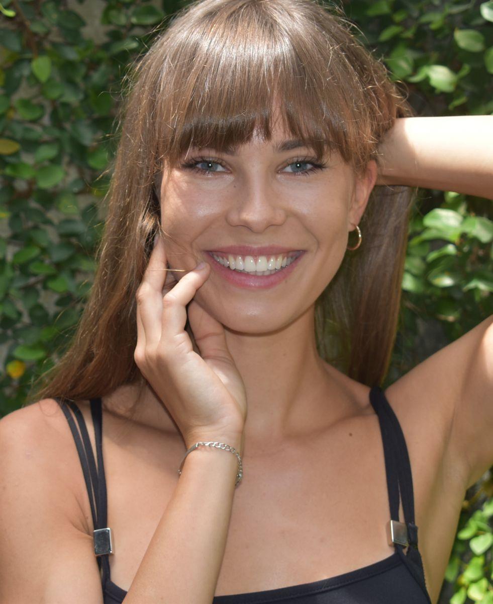 Balistarz-model-Jacqueline-Graba-digis-smiling-portrait