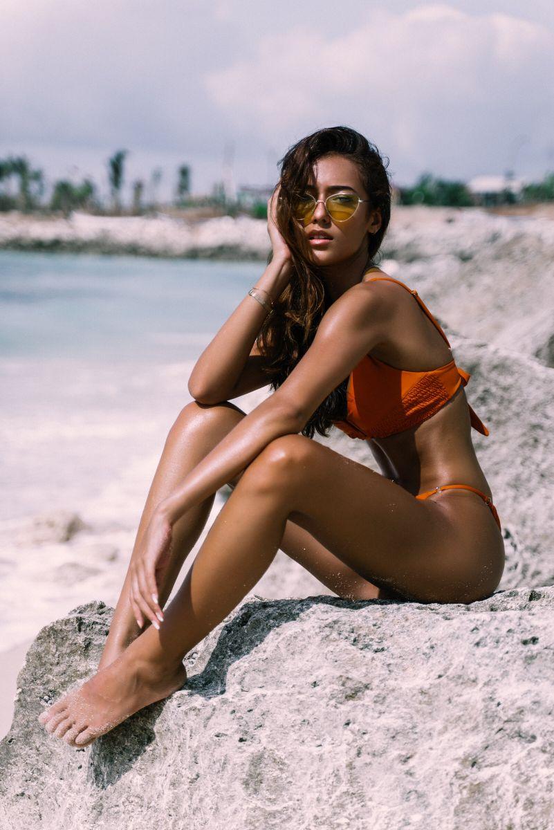 Balistarz-model-Jasmine-Giles-portrait-beach-shoot-on-a-rock-with-sand