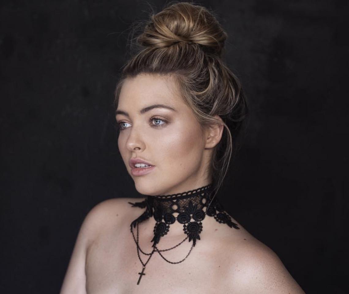 Balistarz-model-Jess-Earle-portrait-shoot-black-background-with-necklace