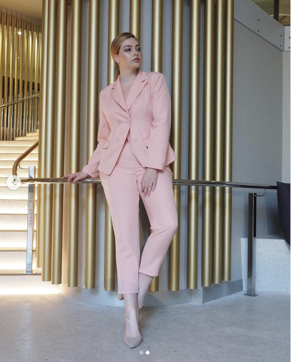Balistarz-model-Jess-Earle-portrait-casual-shoot-in-a-pink-suit